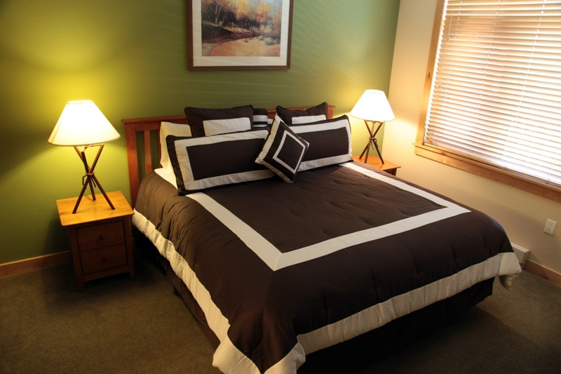 Comfortable beds & cozy bedding